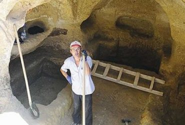 Ancient symbolic graves unearthed in Uşak